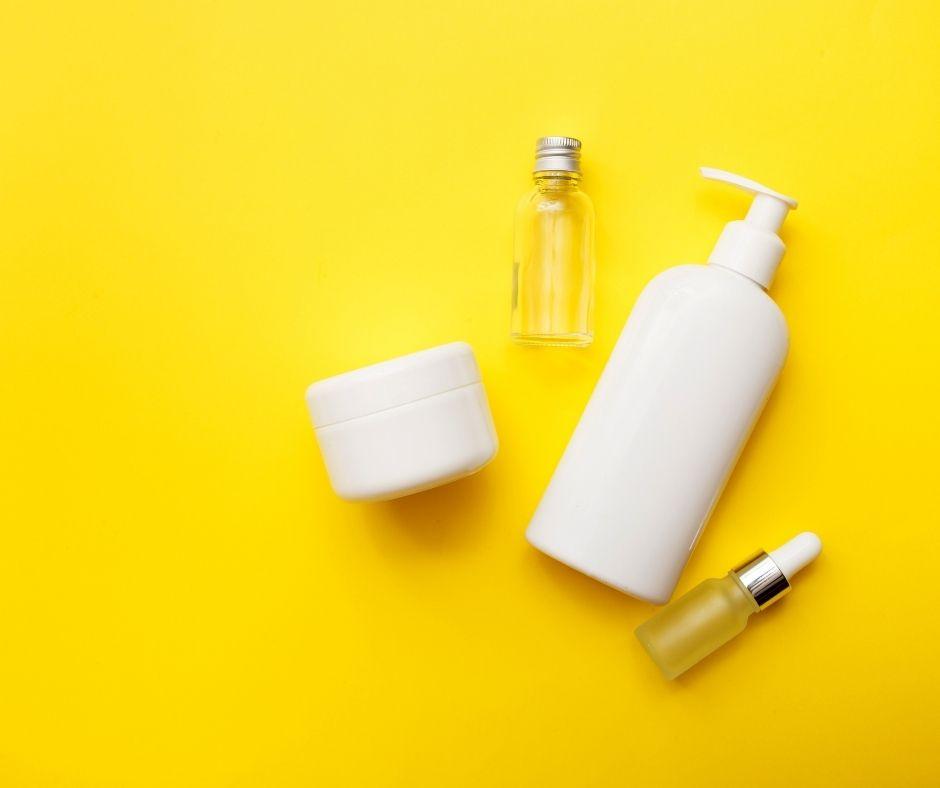 Chăm sóc da mặt vào mùa hè cần dưỡng ẩm 2 bước với toner và kem