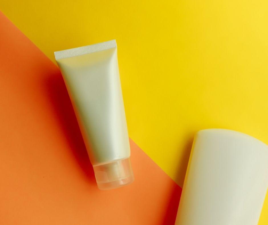 Chăm sóc da mặt vào mùa hè nên lựa chọn sữa rửa mặt có khả năng làm sạch sâu