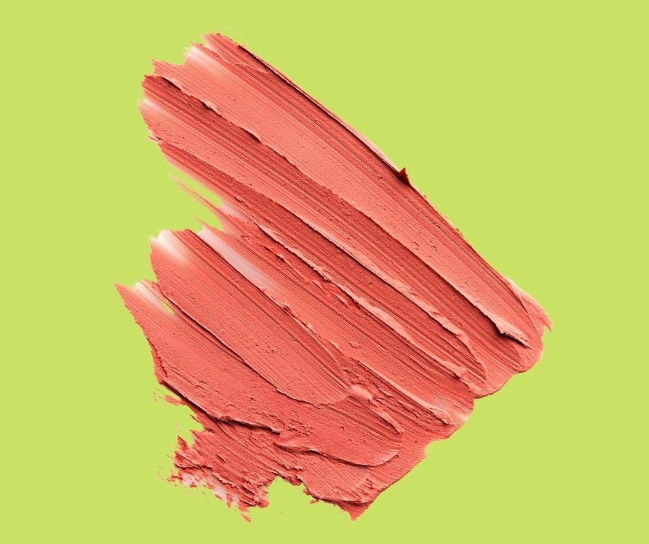 Tránh dùng màu nude cho da vàng nâu