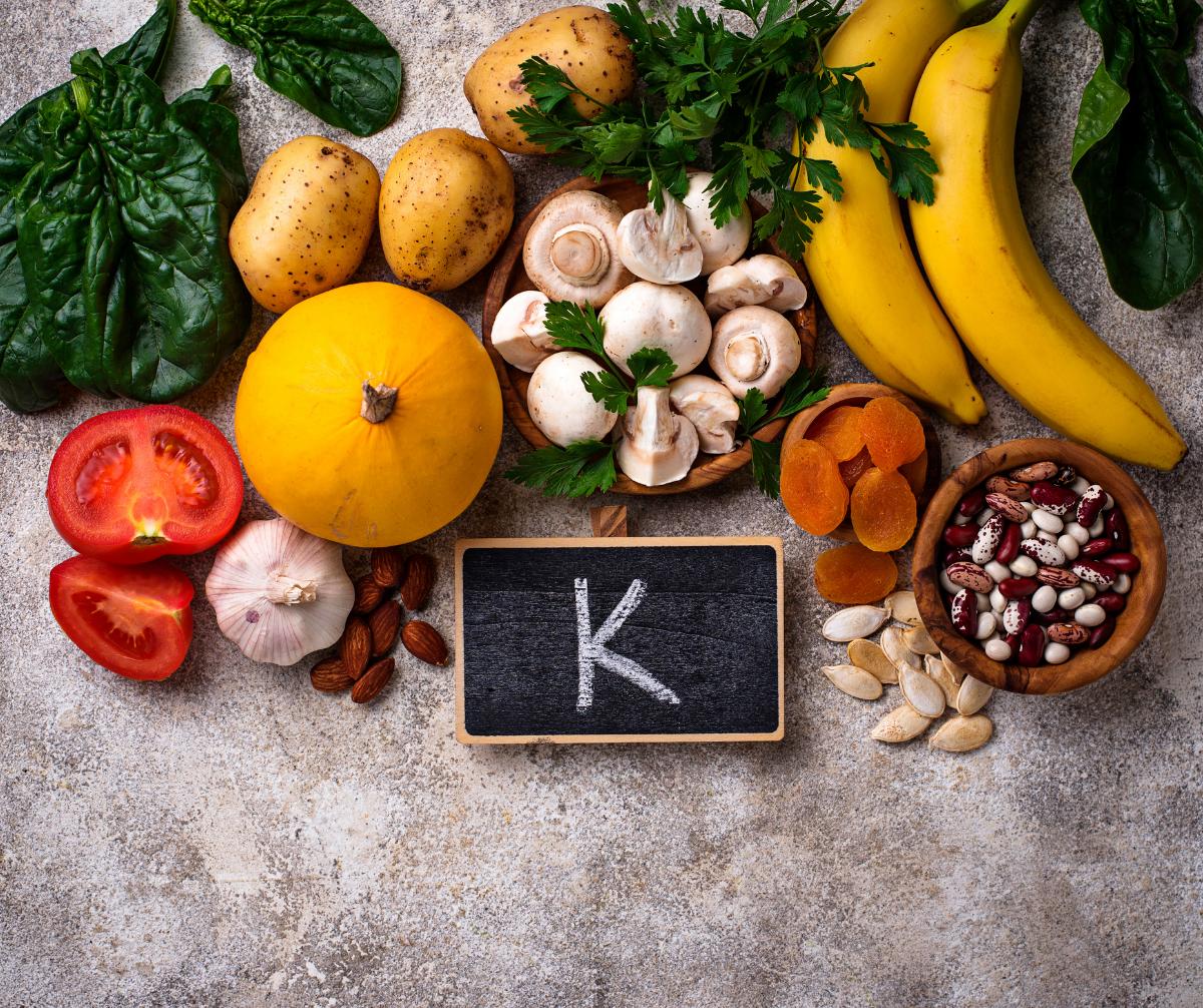 Vitamin K – Một trong những Vitamin làm đẹp da phổ biến